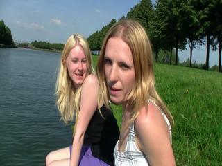 Die Sommersaison ist eröffnet! 2 Girls gehen Nackt baden