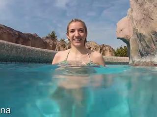 Tittenflash im Schwimmbad