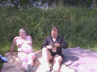 Mutter und Tochter - Strip am See