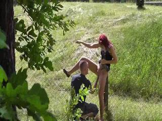 SAU wird im Wald GEFISTET